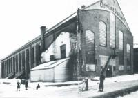 Christiania Staalværk ble oppført i 1916, og ti år seinere var den bygget om til Sportshallen