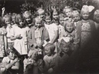 Walters søster Laila sin klasse ca. 1944