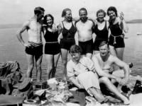 30-tallets bademote. Oddny m.fl.