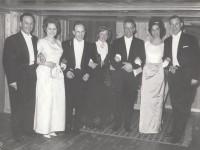 Roar Antonsen med gullvinnerne fra OL 1964 og deres fruer