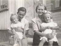 Roar Antonsen med kona Solveig og barna Sissel og Tone
