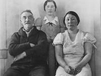 Oscar Samuelsen med døtrene Julia og Alice