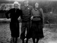 Oddny iført 30-tallets turmote med skjørt