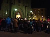 Fem ringer rundt årets julegran utenfor Kampen kirke (2012)