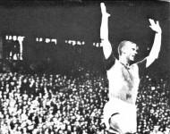 """""""Henger'n"""" feirer scoringen mot FFK (1962)"""